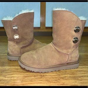 Ugg Short Turnlock Boots